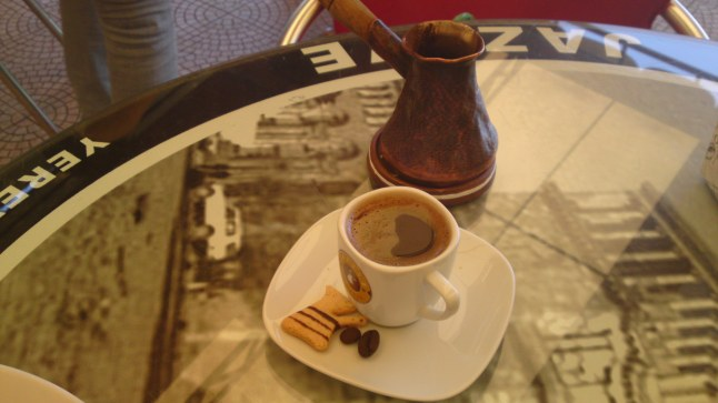 Kaffee Gedeck mit Moccatasse und Jazzve